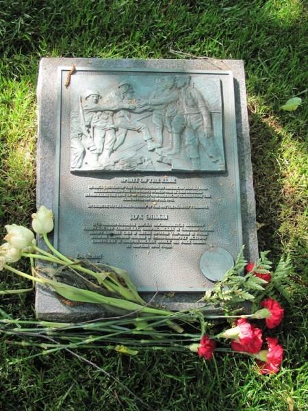 """Мемориал """"Дух Эльбы"""" на Арлингтонском кладбище, США"""