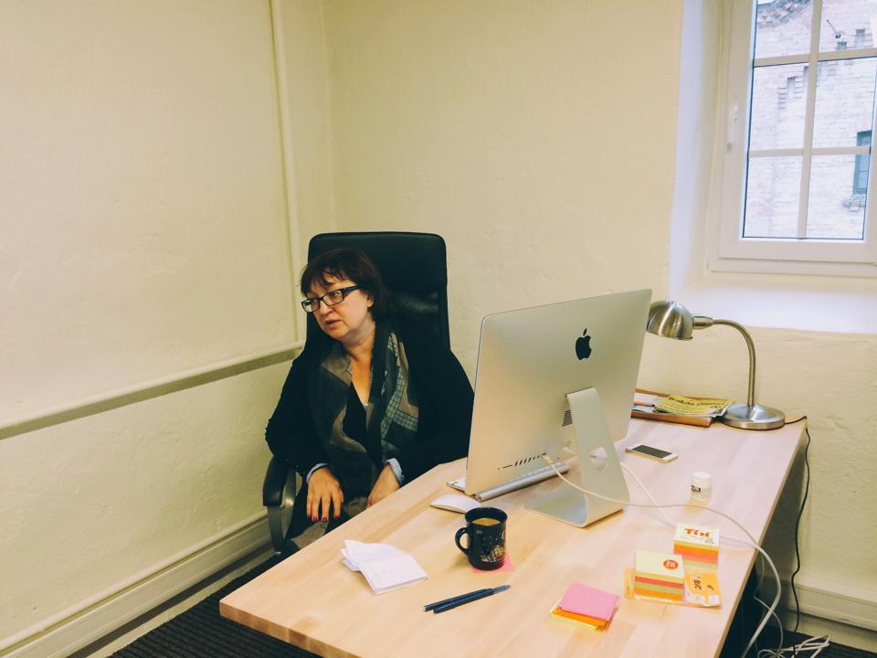 Галина Тимченко в офисе Meduza (Рига, Латвия)