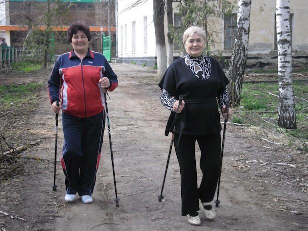 Поклонницы скандинавской ходьбы в нашей стране :)