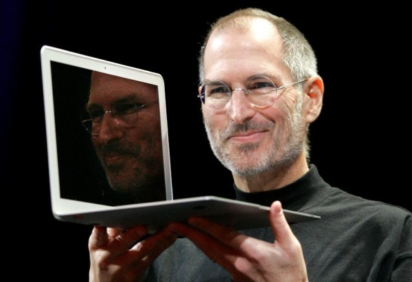 10-steve-jobs-2008-apple-macbook