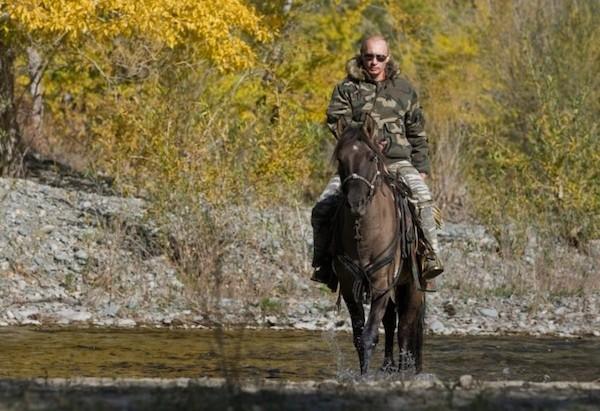 Путин верхом на лошади