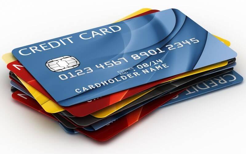 Встретились как-то банк и владельцы «кредиток»…