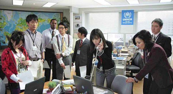 японцы стоят на работе