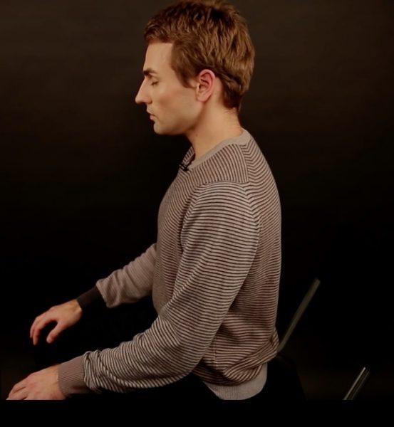 Медитация для начинающих в домашних условиях - фото с правильной позой